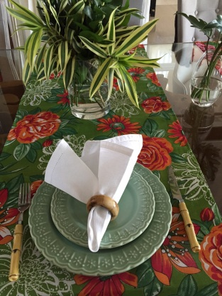 Prato colorido, deixa a mesa mais alegre, e cabe perfeitamente para um churrasco